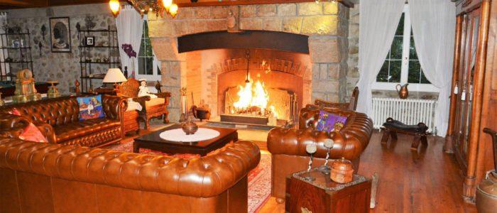 Salon et cheminee les forges d'enfalits chambres d'hotes tarascon sur ariege pyrenees occitanie